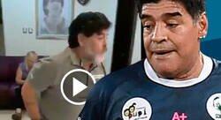 Enlace a Maradona se baja los pantalones mientras baila en completo estado de ebriedad. Esto ya no da risa.