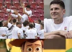 Enlace a Se va otro goleador... adiós Super Mario Gómez