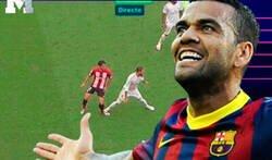 Enlace a Dani Alves no se corta un pelo y raja contra el penalti no señalado de Ramos por pisotón