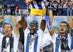 Enlace a La tradición del Porto cada vez que gana la Liga de su país que un jugador no ha podido cumplir