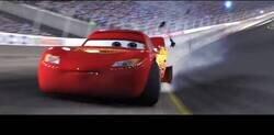 Enlace a Un usuario de Twitter pone la voz de Lobato de la última vuelta de Hamilton con el neumático pinchado con imágenes de 'Cars' y es absolutamente épico