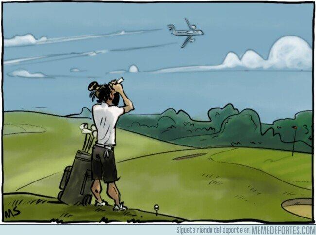 1111363 - Bale no se sube al avión, por @yesnocse