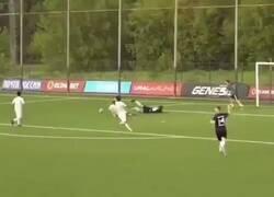 Enlace a Roman Shirokov, ex-jugador de la selección Rusa se fue a las piñas con el árbitro en un partido amistoso.