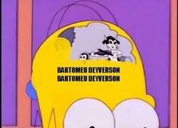 Enlace a Bartomeu escuchando los cánticos de los aficionados culés