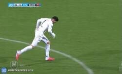 Enlace a Luuk Koopmans, portero del Den Haag anotó en el último minuto para su equipo por copa de Holanda. Lo ganaron en los penaltis.