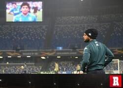 Enlace a El Napoli jugaba su primer partido en el recién nombrado Diego Armando Maradona
