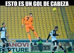 Enlace a Los culés se han ido arriba diciendo que Messi marcó de cabeza pero...