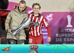 Enlace a Amanda Sampedro, capitana del Atlético, deja que sea Virginia Torrecilla la que levante la Supercopa