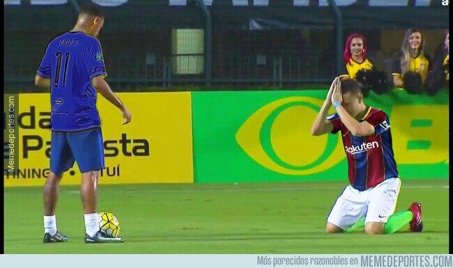 1127288 - La defensa del Barça intentando parar al PSG sin Araujo