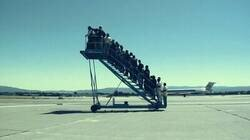 Enlace a Culés tomando un avión para ir a cuartos de de Champions