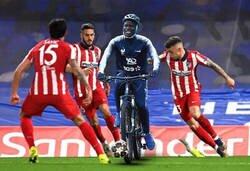 Enlace a Kanté jugando contra el Atleti
