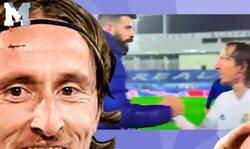 Enlace a Sacada de r*abo total de Modric diciéndole esto a Piqué tras verle saltar al campo al finalizar el Clásico