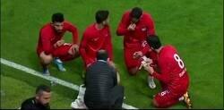 Enlace a En la liga turca el partido se detuvo para que los jugadores rompieran el ayuno al llegar el ocaso, por cuestiones del Ramadan