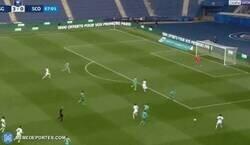Enlace a La brutal asistencia de Di María contra el Angers. Carrera, regate y rabona.