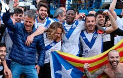 Enlace a Todo el mundo está cargando contra 'Mundo Deportivo' por hacer esta cutrez en esta imagen de la celebración del Europa