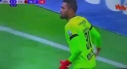 Enlace a No se pasen de emoción como este portero con el árbitro en la final de Colombia.