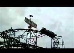 Enlace a Cuando Jim Carrey salva un vagón de una montaña rusa