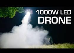 Enlace a Crea la lámpara LED más poderosa del mundo (1000 W) y la monta en un dron