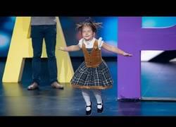 Enlace a La niña de 4 años que ha maravillado al mundo por hablar 6 idiomas diferentes