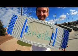 Enlace a Hacer skate con una tabla hecha con piezas de LEGO es posible