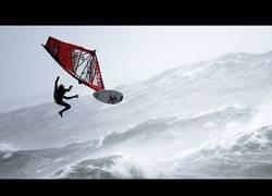 Enlace a La increíble aventura de hacer windsurf con este tiempo