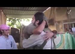 Enlace a Un soldado de ISIS gana ser un suicida y lo celebra por todo lo alto