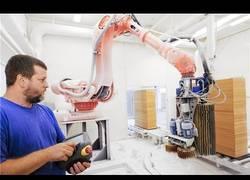 Enlace a Increíble tecnología robótica japonesa para la elaboración de muebles