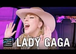 Enlace a James Corden la vuelve a liar ahora con Lady Gaga