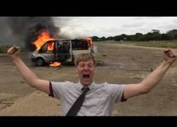 Enlace a Comprobando lo que sucede al llenar una furgoneta de fuegos artificiales
