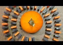 Enlace a Así se felicita el Halloween en forma de dominó