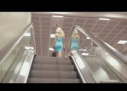 Enlace a Nunca tontees en unas escaleras mecánicas o te pasará algo así