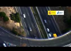 Enlace a La DGT capta a un conductor por las carreteras de España que se piensa que está en un circuito