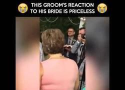 Enlace a La reacción del novio al ver a la novia ha generado un revuelo en las redes