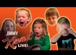 Enlace a Aún hay niños que reaccionan la broma que les hizo en Halloween (Parte 2)
