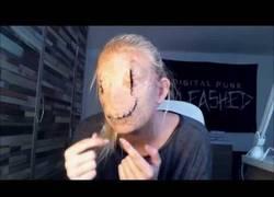 Enlace a Impresionante y terrorífico maquillaje para recrear la máscara de Smiley