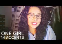 Enlace a La chica que habla inglés con 14 acentos de diferentes partes del mundo