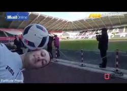 Enlace a Mourinho haciendo de las suyas con un freestyler que le esperaba