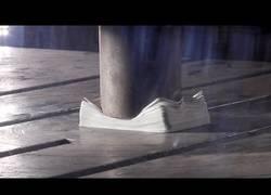 Enlace a Viendo la famosa prensa hidráulica... pero en Slow Motion
