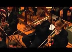 Enlace a Uno de los temas más épicos de Star Wars interpretado en vivo por la Prague Film Orchestra