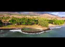 Enlace a Un drone vuela sobre Hawaii y las vistas son espectaculares