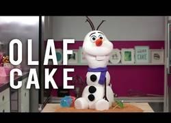 Enlace a La tarta de Olaf que querrás hacer para tus hijos