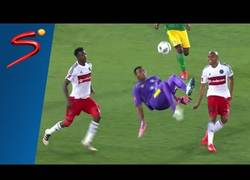 Enlace a El golazo del portero del Baroka de chilena en el último minuto de partido para empatar el partido
