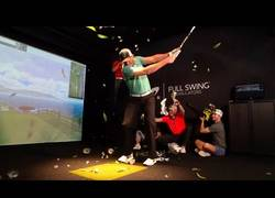 Enlace a Dude Perfect jugando al golf con un tiempo extremo