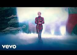 Enlace a La brillante actuación de Lady Gaga en el desfile de Victoria's Secret