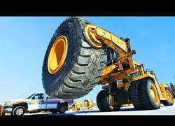 Enlace a Asi se repara una rueda de una camión gigante