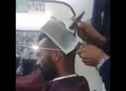 Enlace a El peluquero para valientes