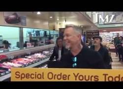 Enlace a Metallica entra a un supermercado... y aprovechan para improvisar Enter Sandman a lo loco