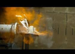 Enlace a Destruyendo un iMac con un tubo de combustión