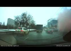 Enlace a La brutal explosión de gas vista desde un coche en Rusia