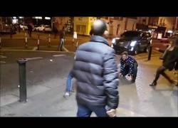 Enlace a Dos chicos imitan a Connor McGregor en la calle y reciben una enorme sorpresa sin esperarlo